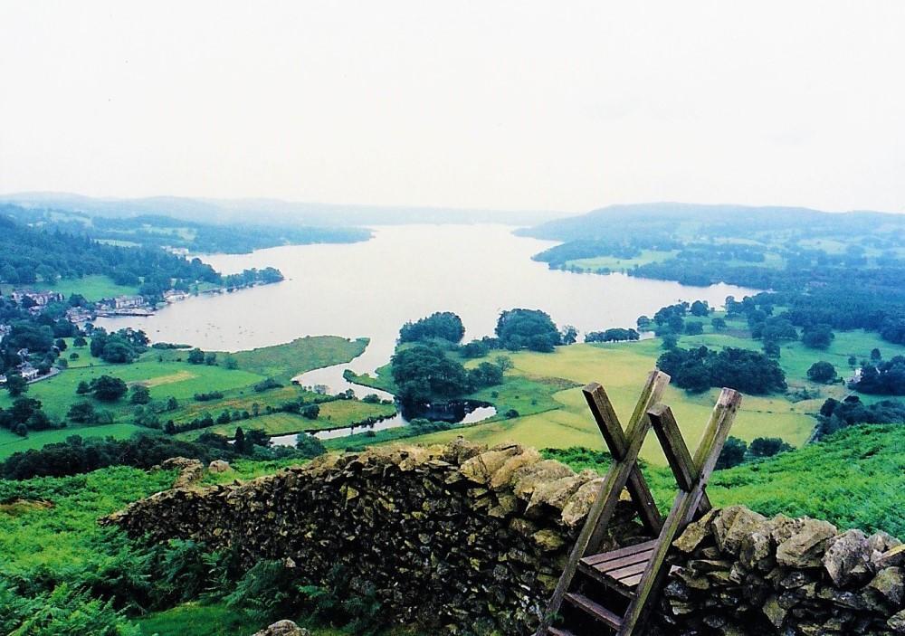 湖水地方アンブルサイド近くの丘からの眺め