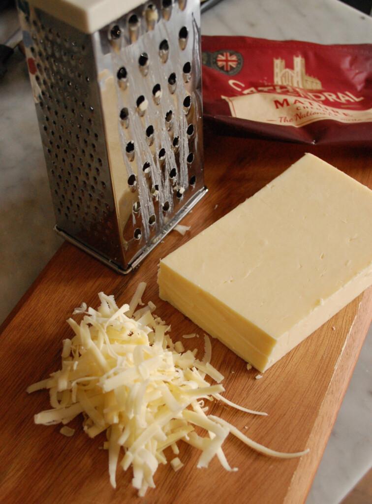 チーズグレイターですりおろすのがおススメ