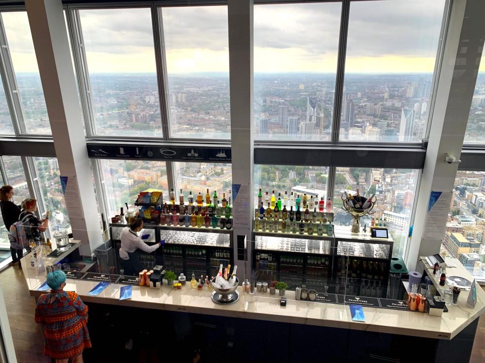 シャードの72階バーカウンター