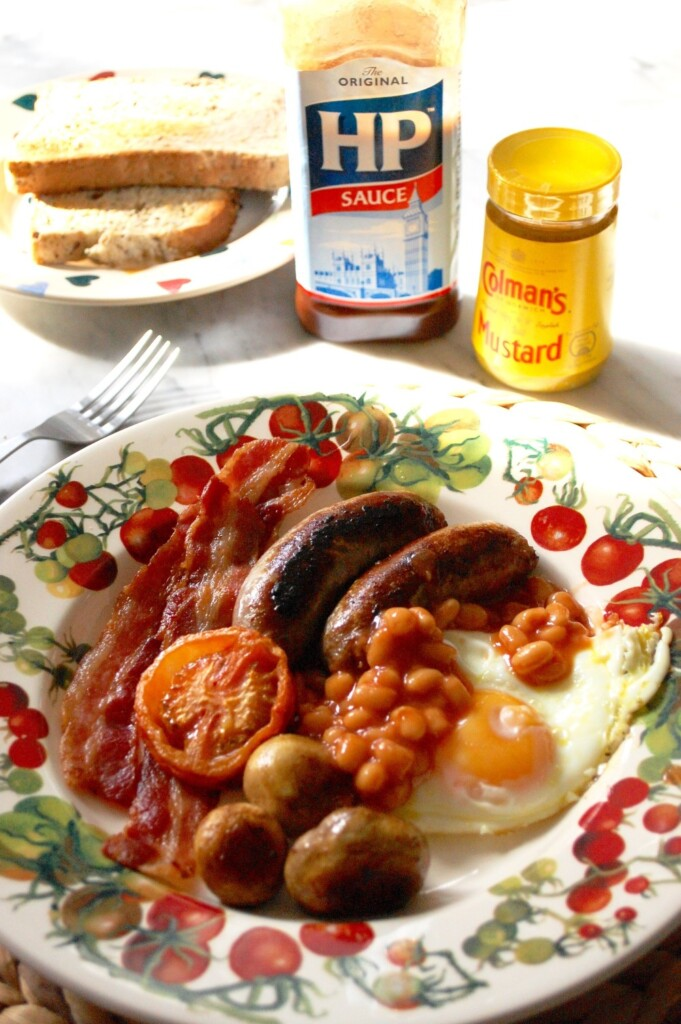 栄養満点、元気の出る朝食とイギリス料理に欠かせない調味料