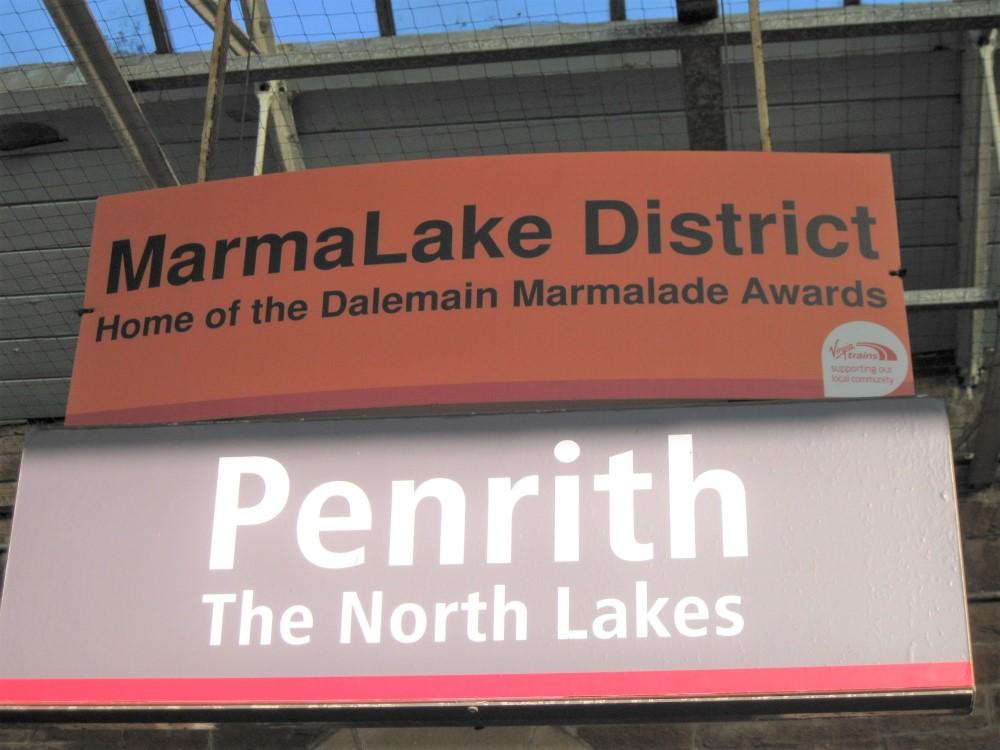 Lake Districtのペンリス駅の看板