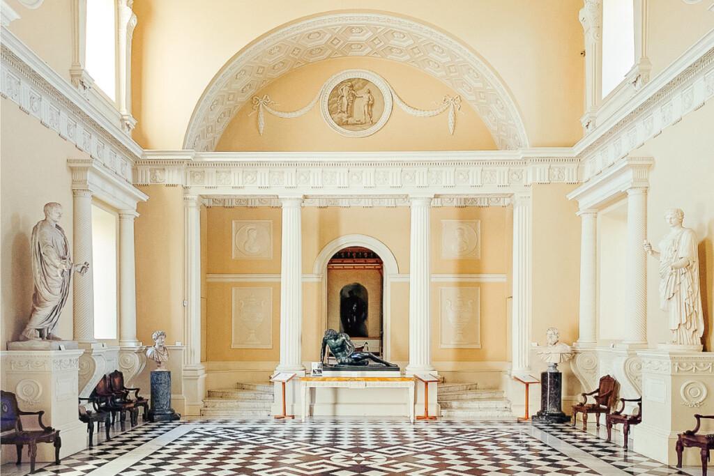 ヘイスティングス公爵のロンドン邸宅内