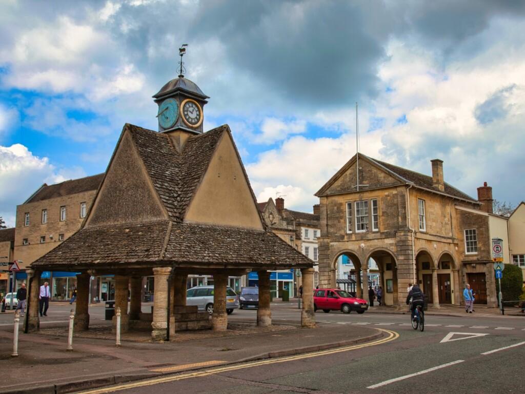 バタークロスの建物とタウンホール