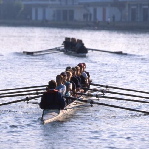 テムズ川でボートの練習