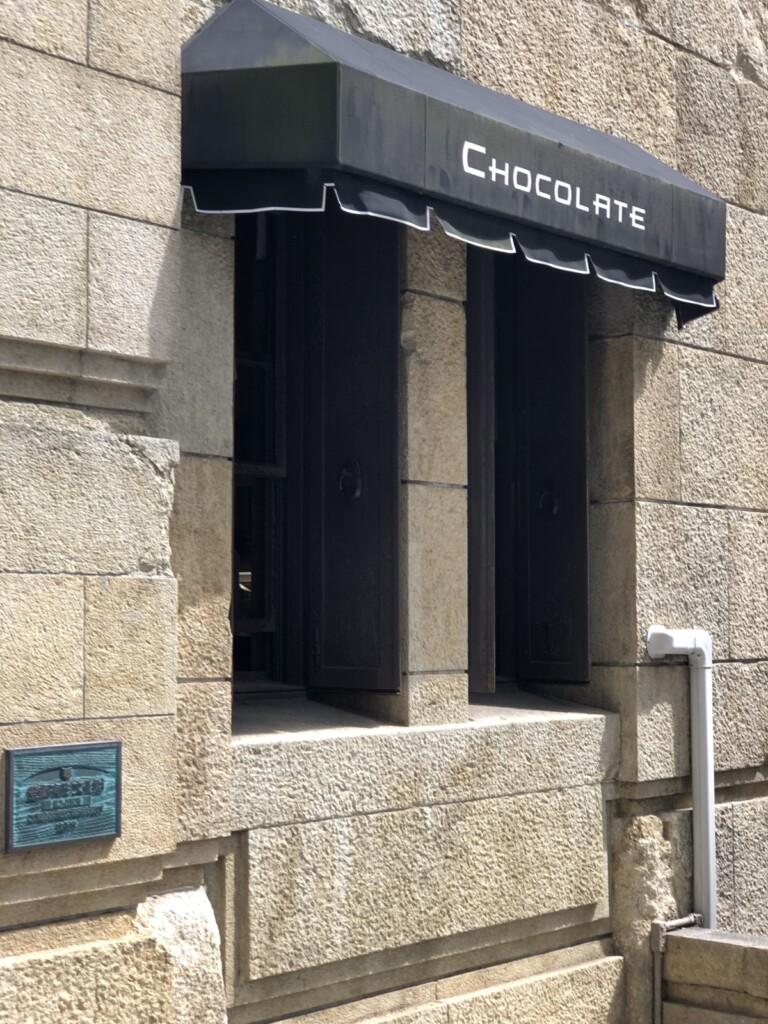 Chocolateと書かれたテント