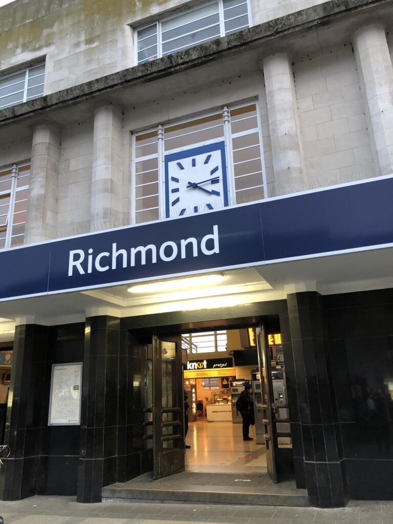 リッチモンド駅の外観