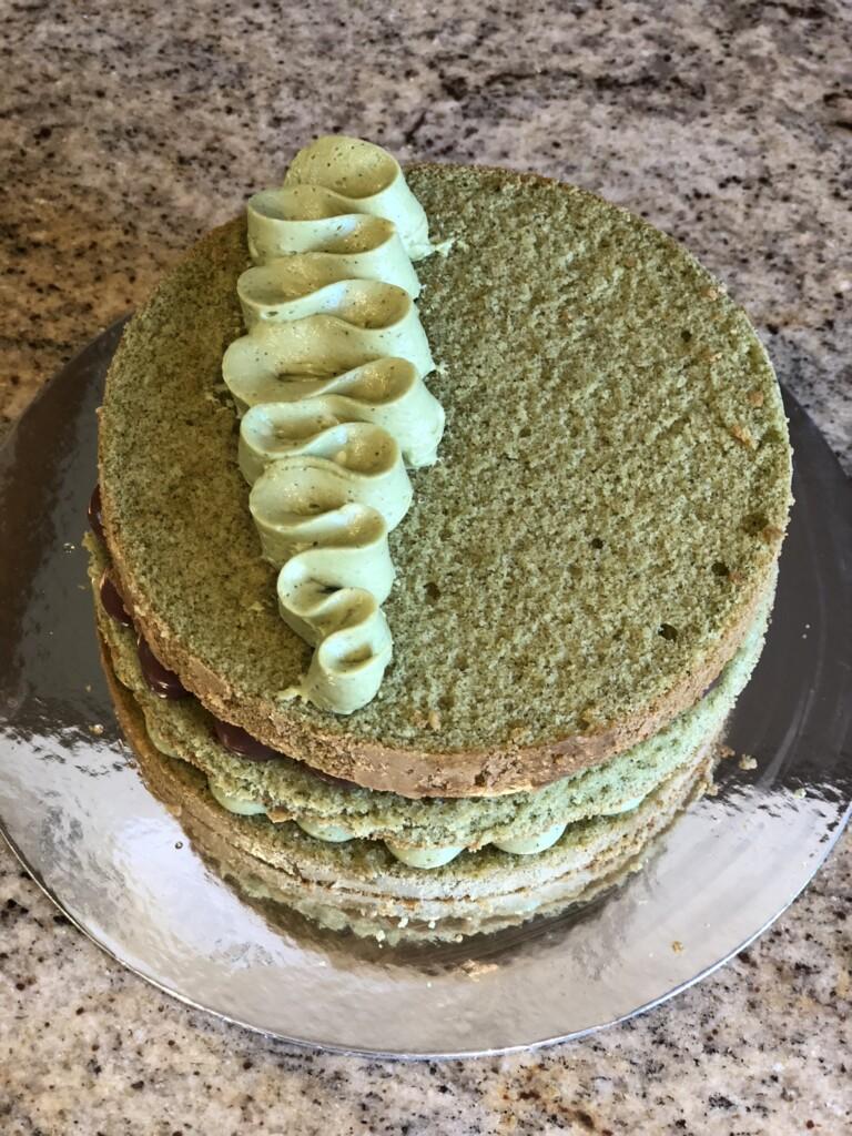 サントノーレ絞りをしたケーキ