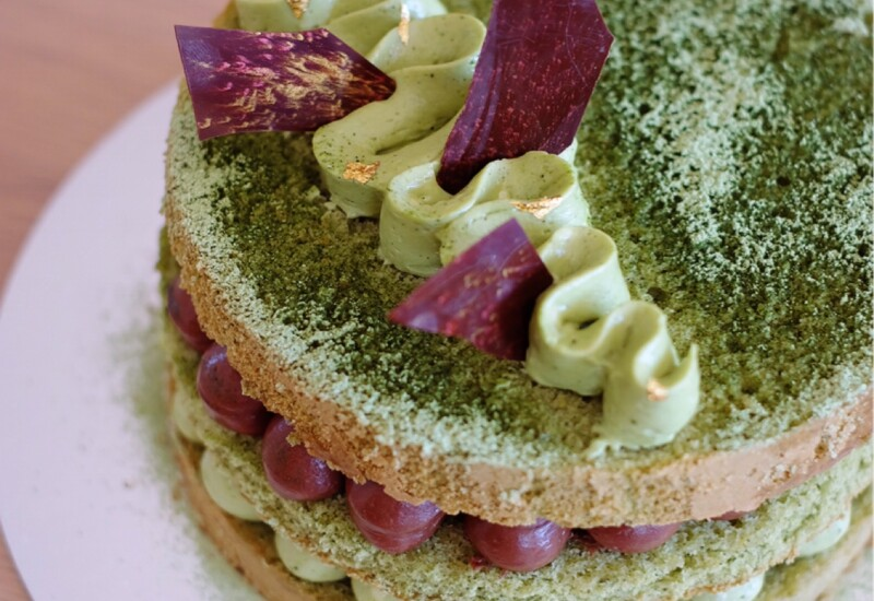 出来上がった抹茶のヴィクトリアサンドイッチケーキ