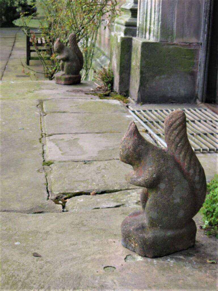 リスの石像