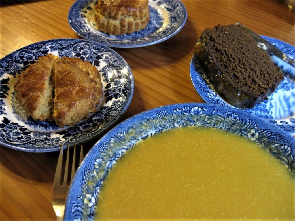 スープにスコーンにケーキ