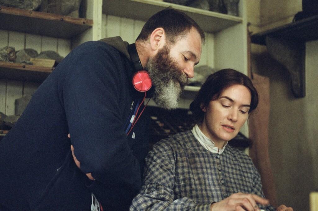 フランシス・リー監督とメアリー・アニングの撮影シーン