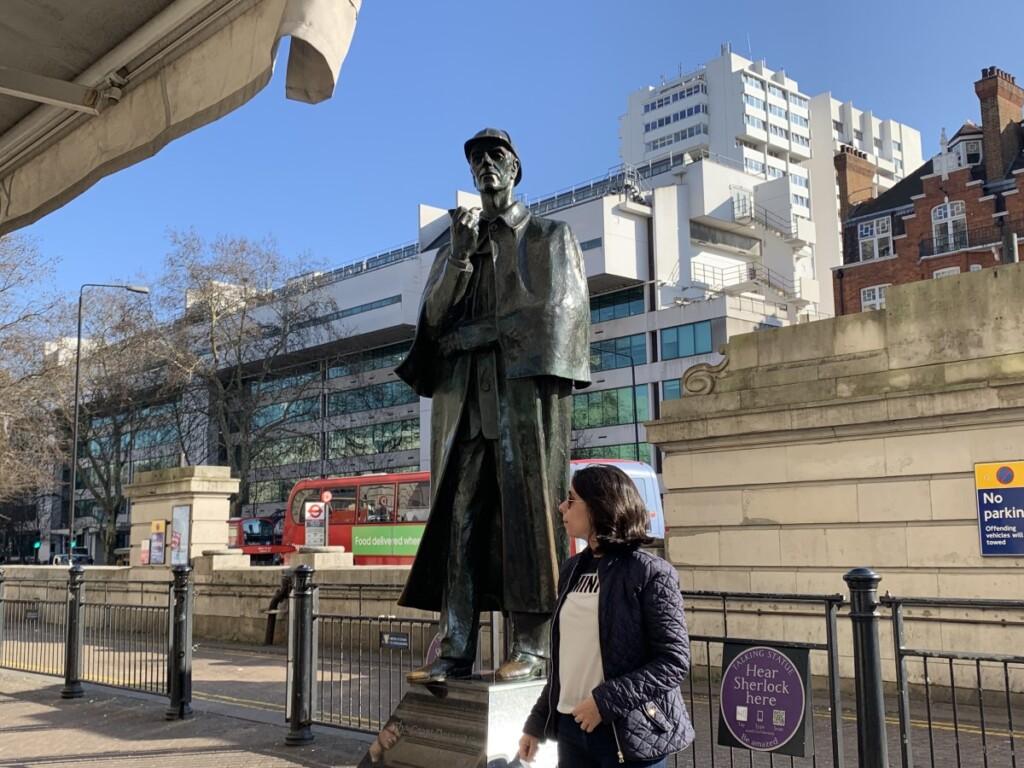 ベーカーストリート駅付近のシャーロック・ホームズの銅像