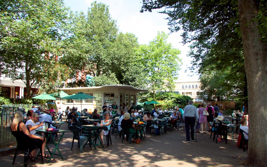 庭園にあるパビリオンガーデンカフェ