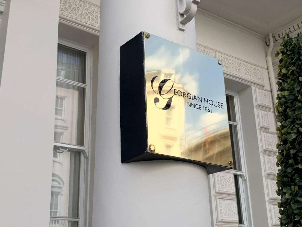 Georgian House Hotel Londonの看板