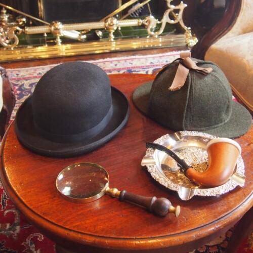 ホームズの帽子やパイプ