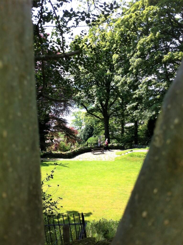 庭園から望むライダル湖