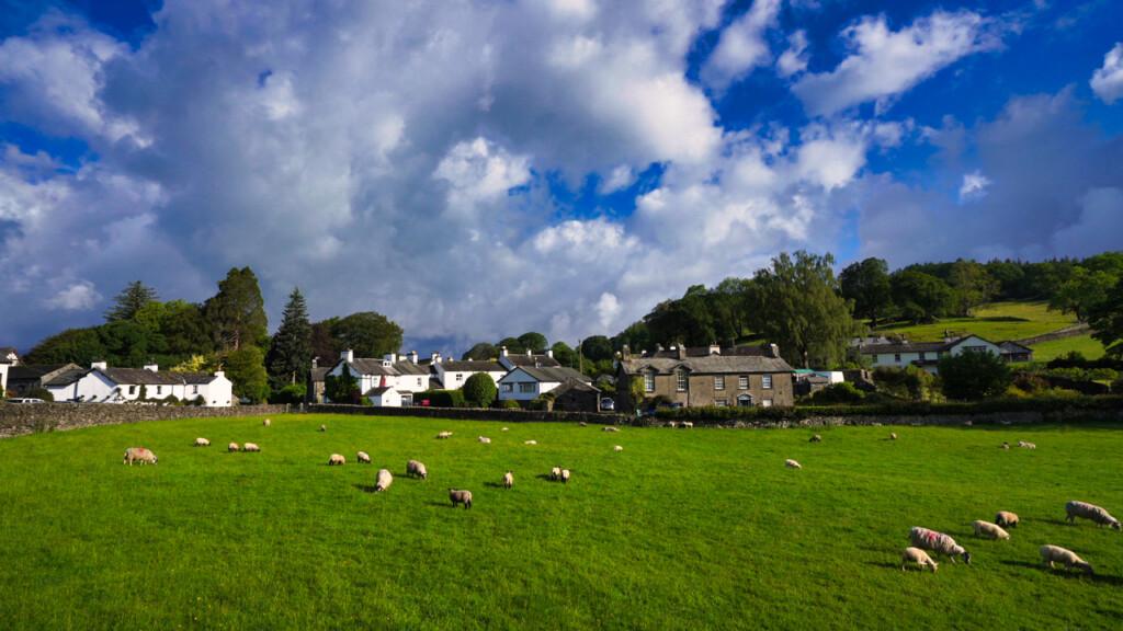 牧歌的なニア・ソーリー村の風景