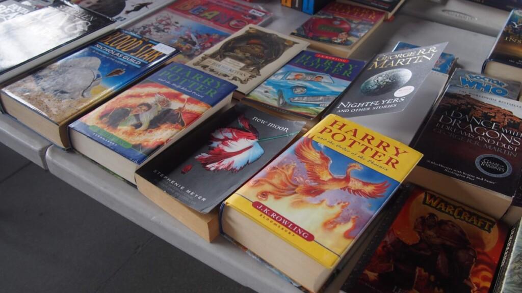 並べられているハリーポッターの本