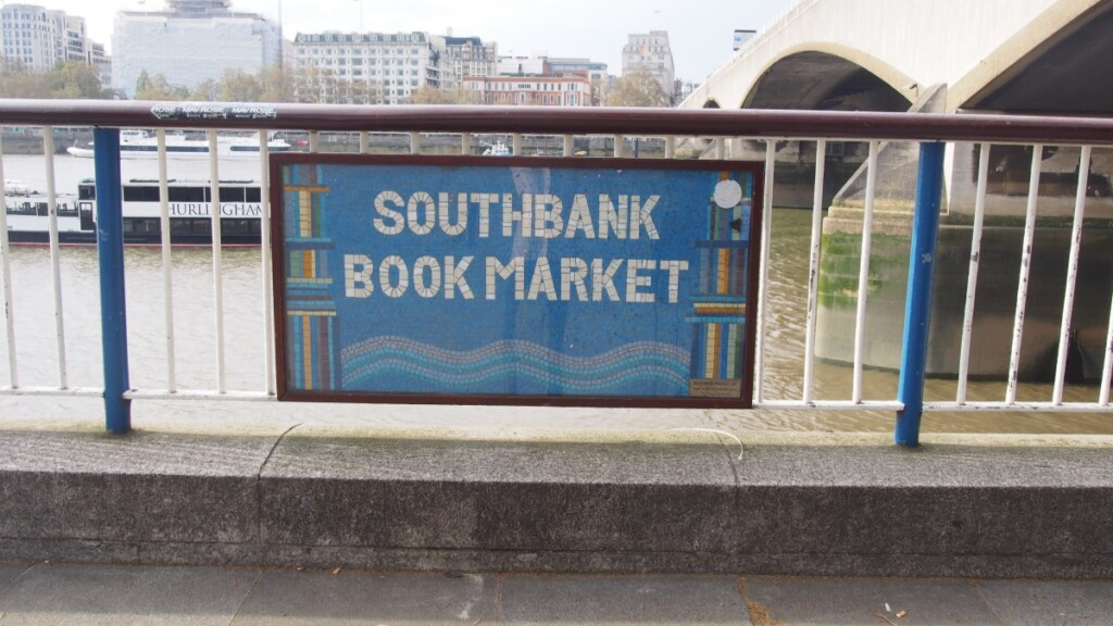 サウスバンクブックマーケットの看板