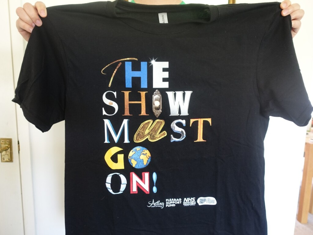 『The Show Must Go On』のTシャツ