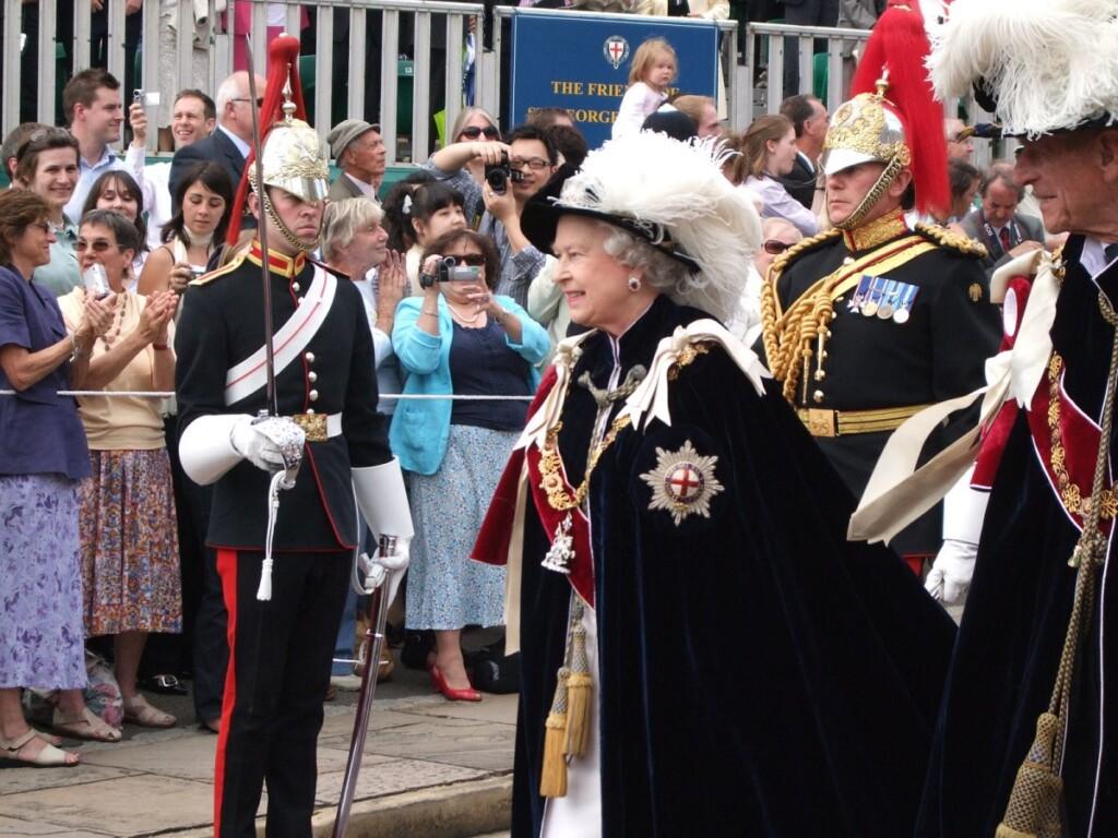 エリザベス女王の薔薇と紋章