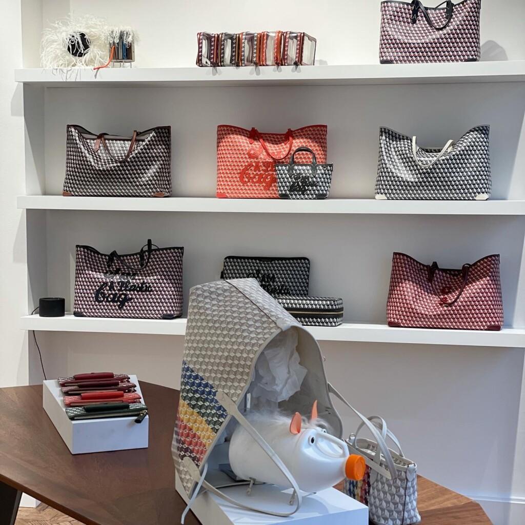 「The Plastic Shop」内のI AM A Plastic Bag