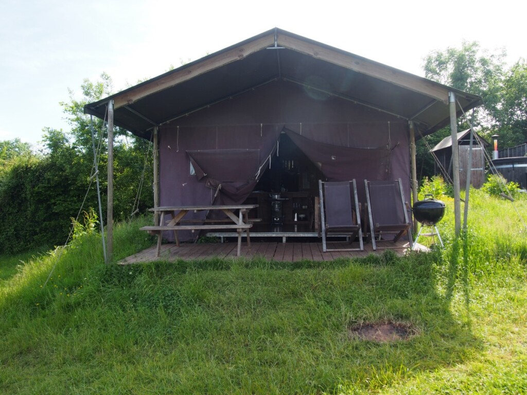 イギリスのグランピング使用のテント外観