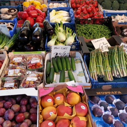 お店に並ぶ季節の野菜
