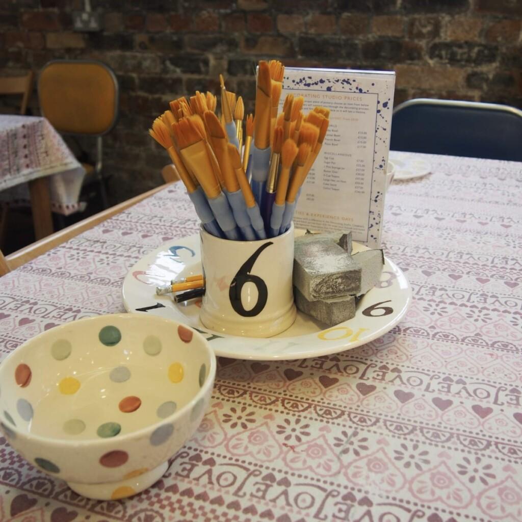 工房で作業するためのテーブル
