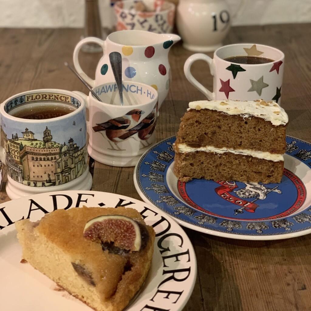 カフェで注文のケーキと紅茶