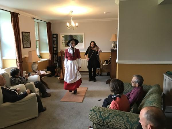 宿泊のB&Bで受けた歓迎のウェールズ民謡とダンス