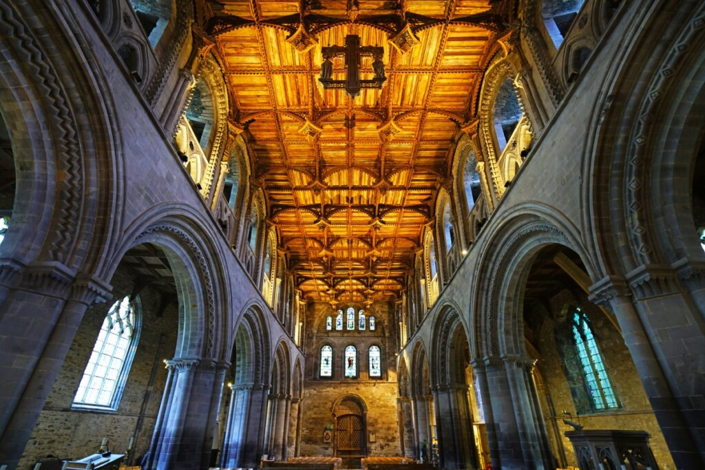 セント・ディビッズ大聖堂の内部