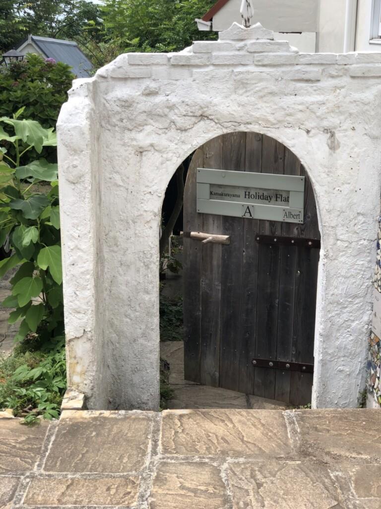 鎌倉山ホリデーフラット RoomAの入り口