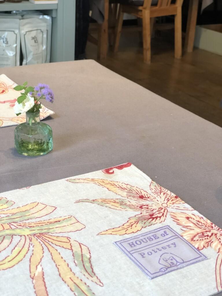 ハウスオブポタリーのテーブル
