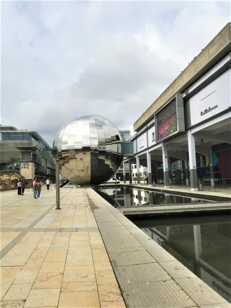 Big Screen Bristolの球体
