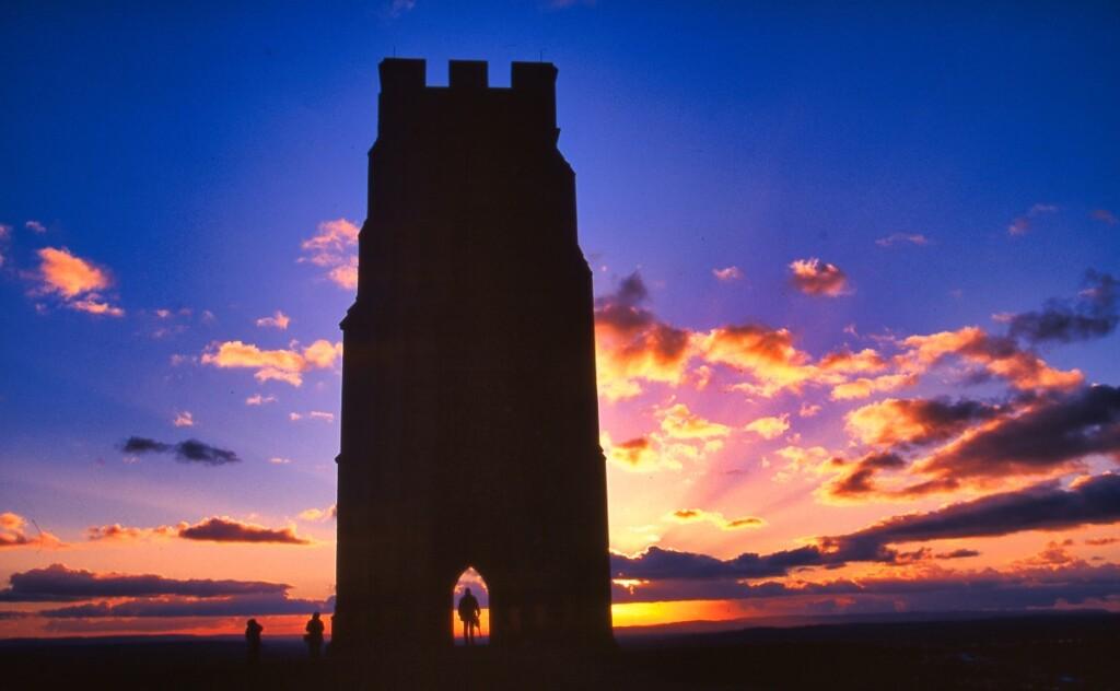 夕陽を背にした聖ミカエルの塔