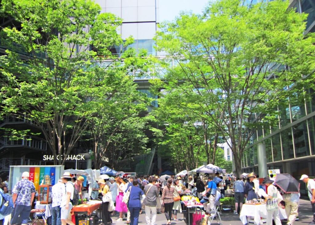 東京国際フォーラムで開かれた蚤の市
