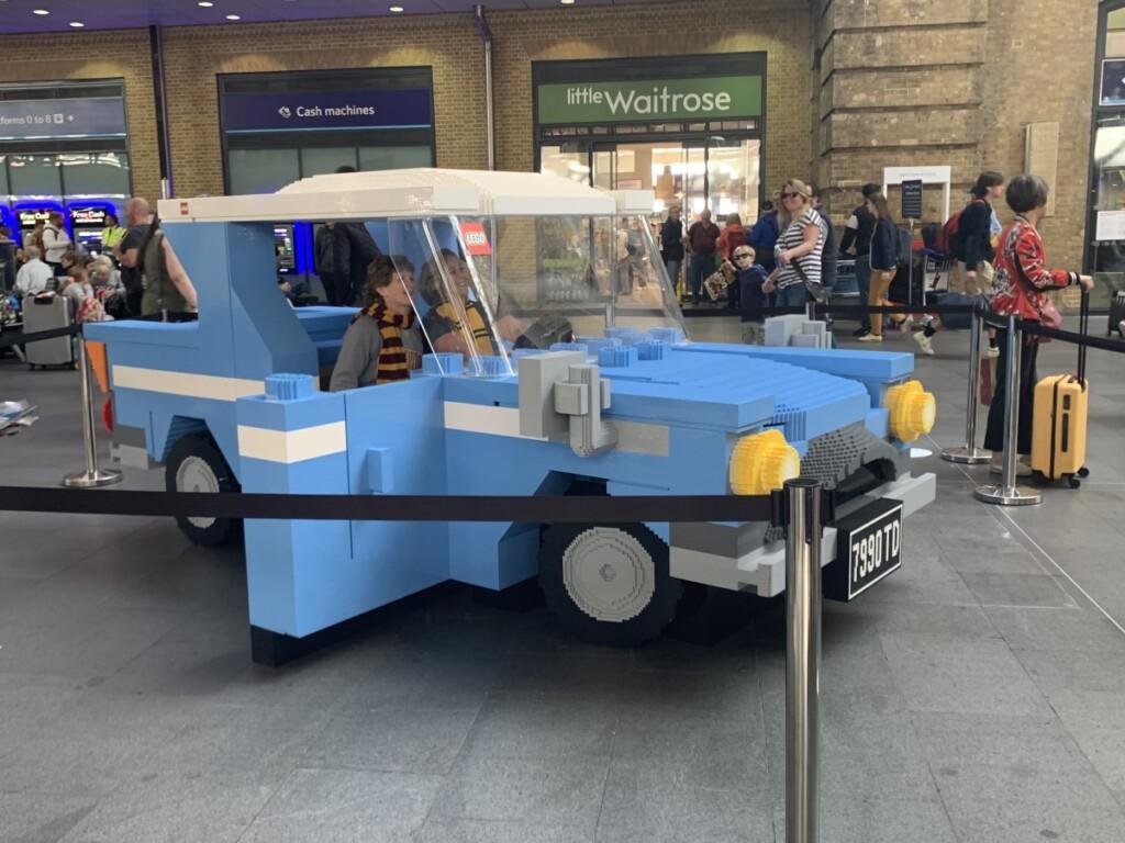 レゴで作られた空飛ぶ車