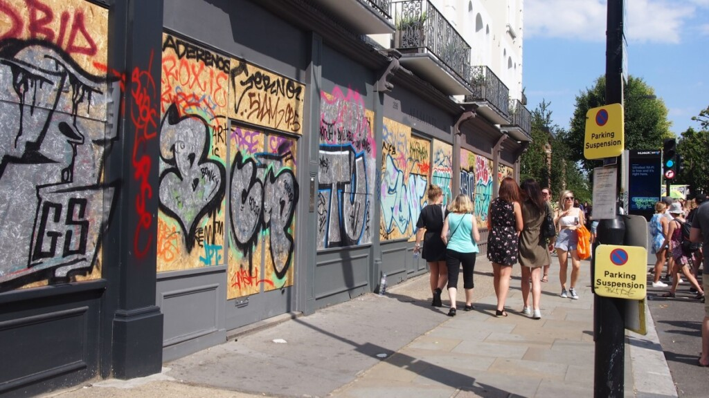 ストリートアートを施した壁