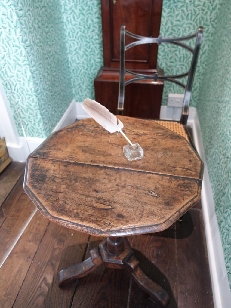 ジェイン・オースティン・ハウス博物館内のテーブル