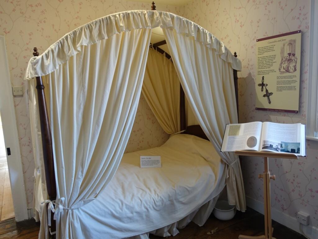 ジェイン・オースティン・ハウス博物館内のベッド