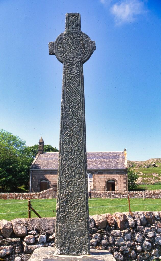 アイオナ修道院前の十字架
