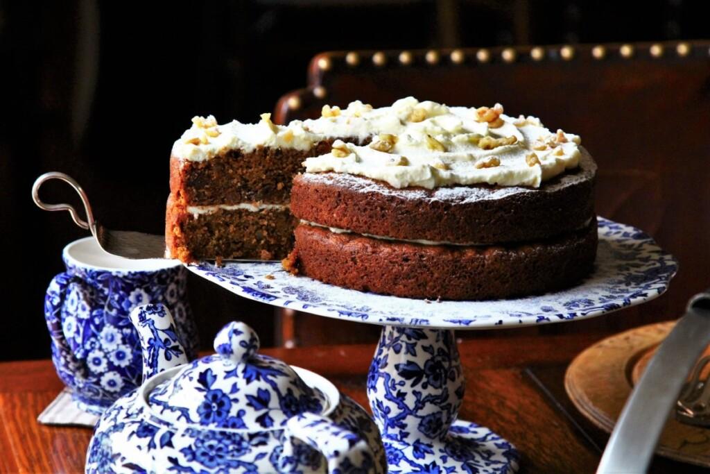 ホールのキャロットケーキ