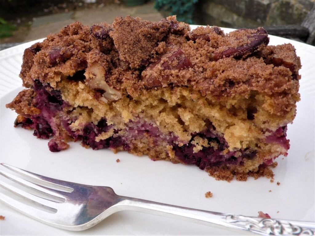 ブラックベリーとピーカンクランブルのケーキ