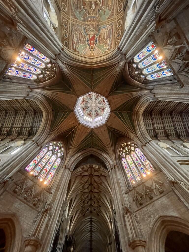 イーリー大聖堂の内部で見上げた天井