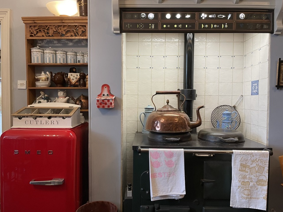 オープンキッチンのあるPeacocks Tearoomの部屋