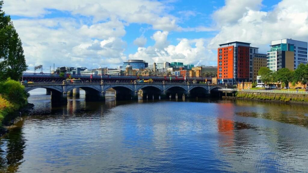 クライド川と川にかかる橋