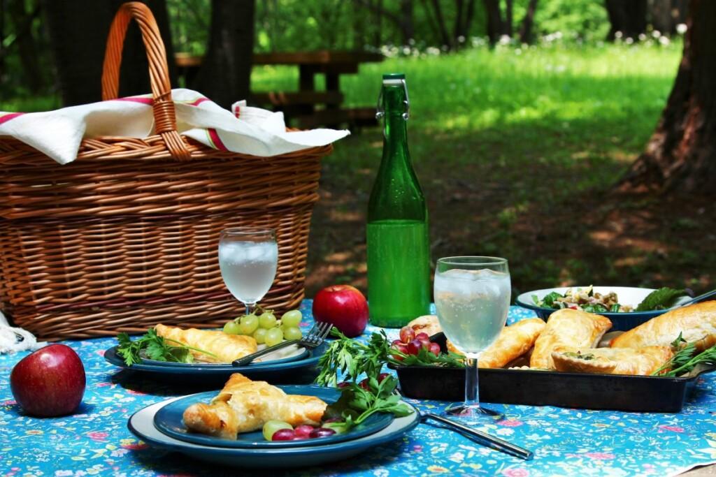 セイボリー料理でのピクニック風景